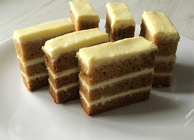 Proste ciasto miodowe z gotowanym serem