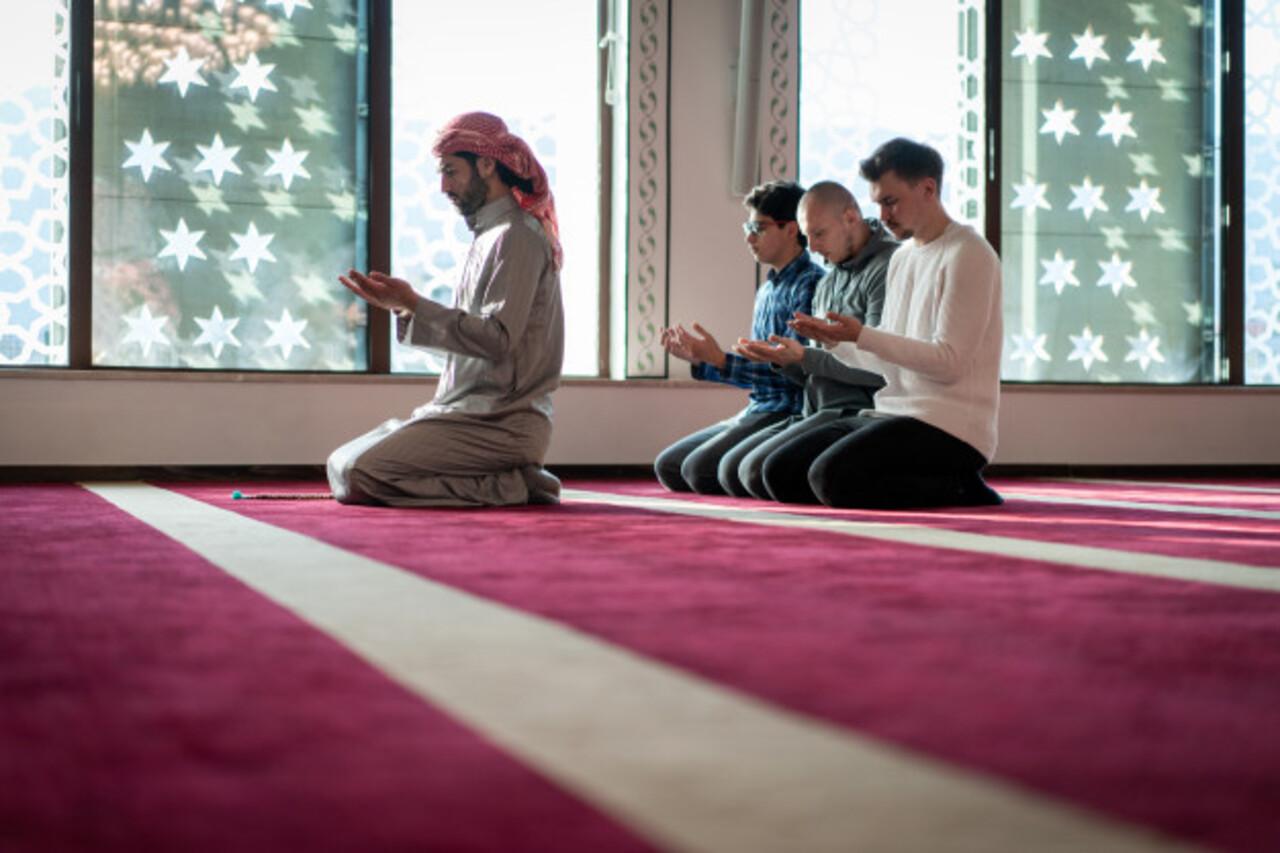 Bolehkah Mendoakan Orang Muslim Menjadi Murtad