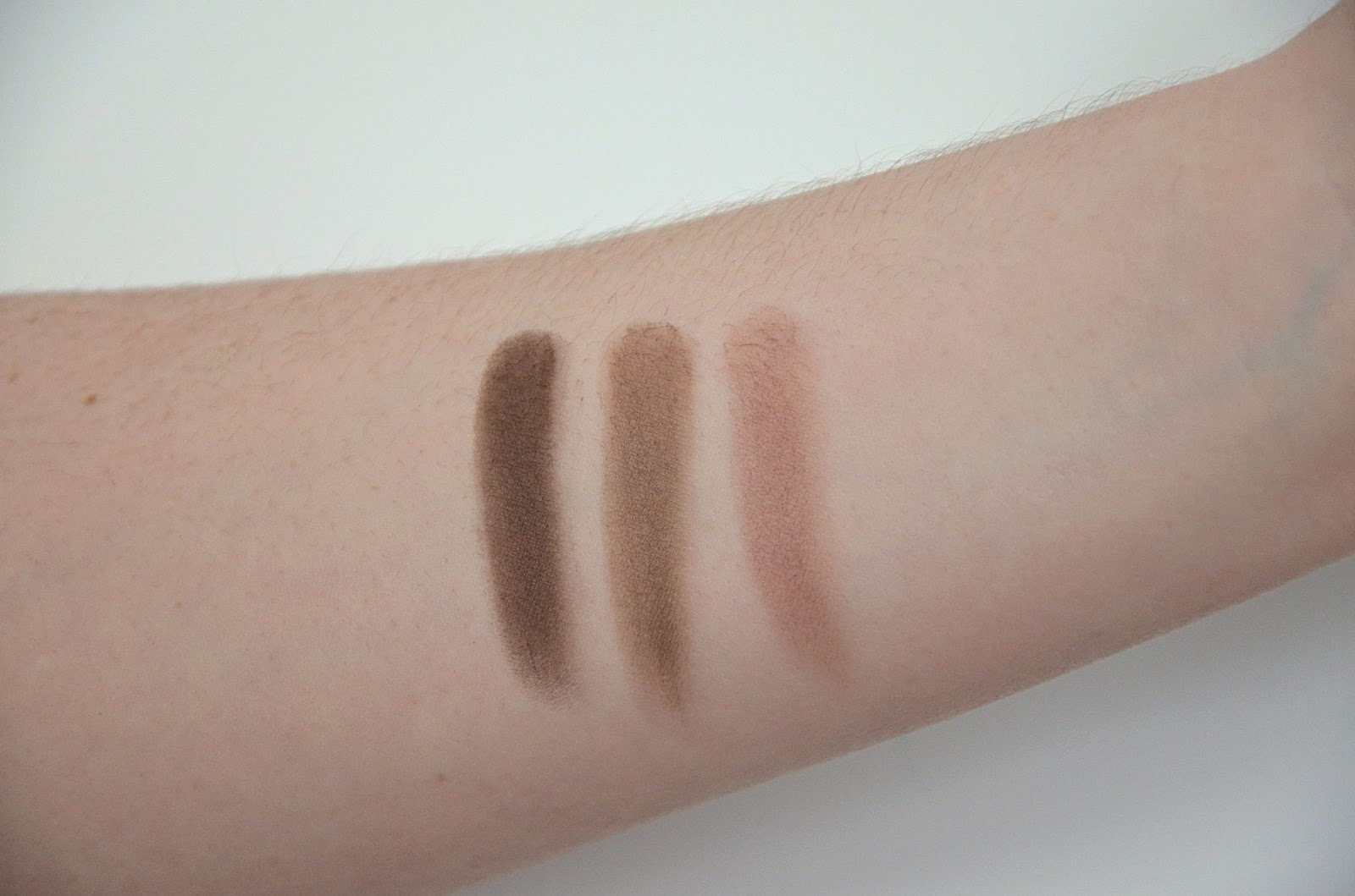 Swatch de la palette 01 natural credential de la collection Green Me de kiko fards mats