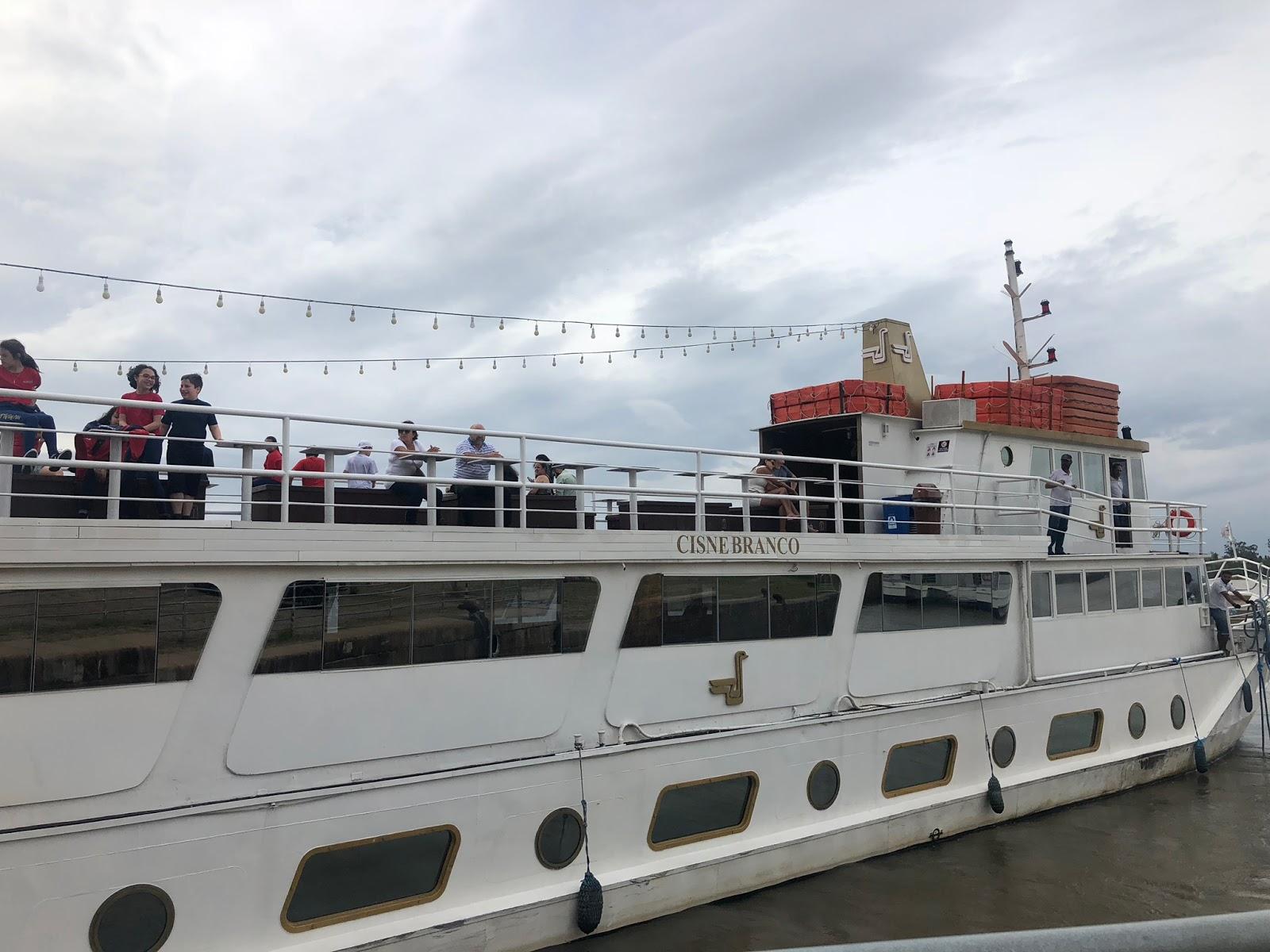 Turismo em Porto Alegre: Almoço no Clube do Comércio e passeio no Barco Cisne Branco