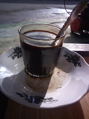 segelas kopi berukuran kecil dihargai dua ribu rupiah (dokumentasi Pribadi zaldychan)
