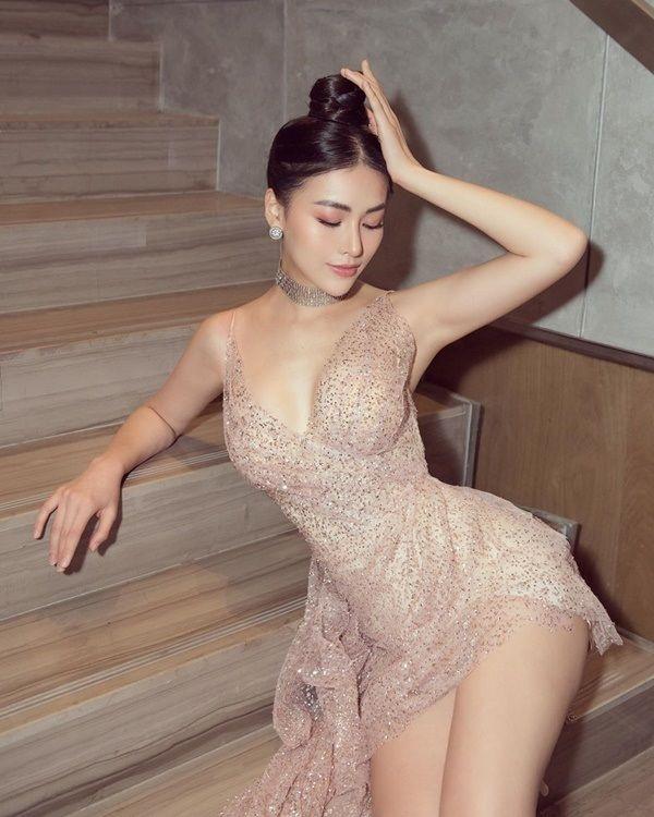 Giữa tâm bão, fan ngay lập tức so kè body nóng bỏng của 2 nàng hậu Phương Khánh - Mâu Thủy