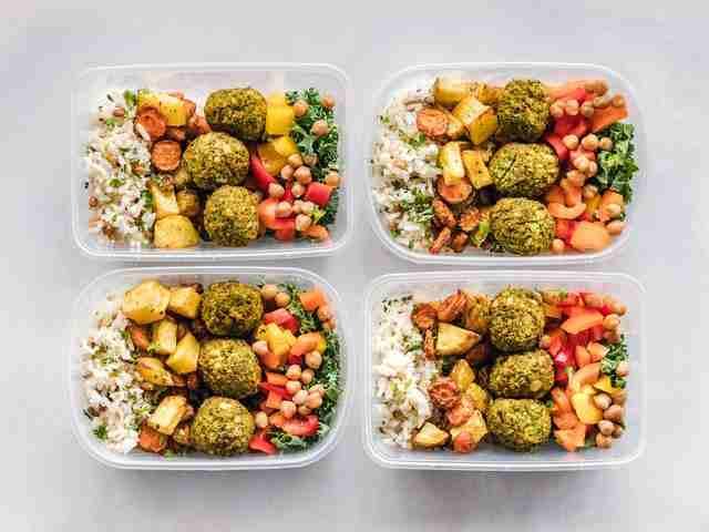 नैसर्गिक आहार म्हणजे काय? निरोगी जीवन जगण्यासाठी नैसर्गिक आहाराचे महत्त्व