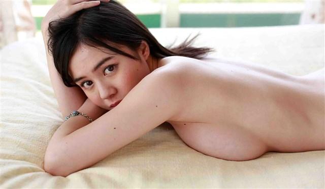 Aimi Yoshikawa ngực khủng show hàng đẹp không che