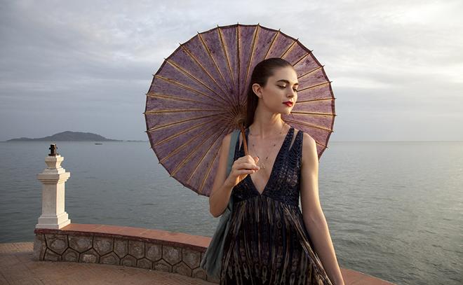 Jenny Boyd con parasol
