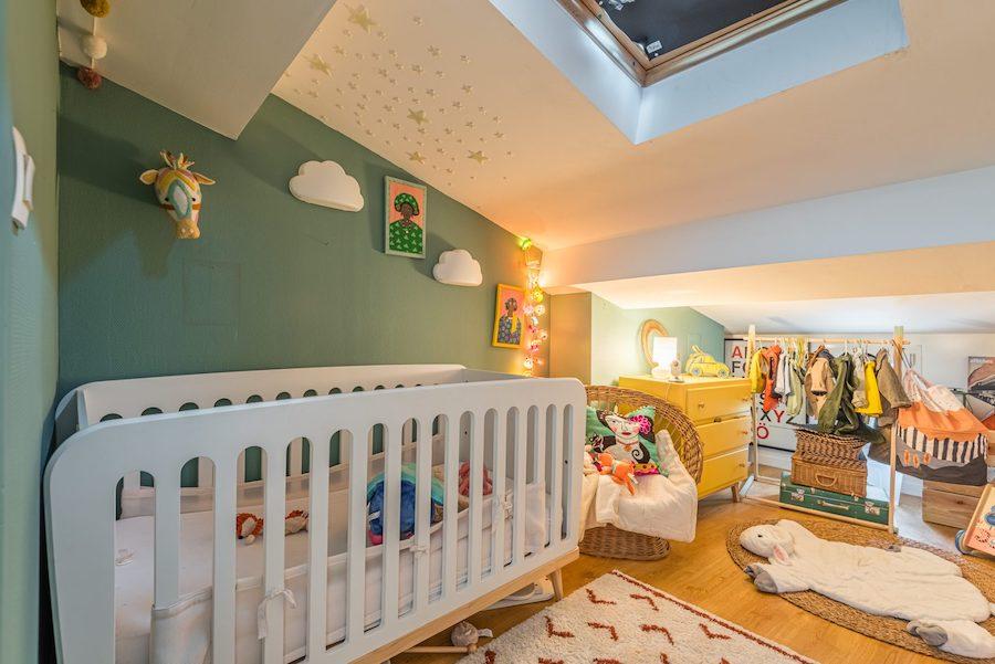 Dormitorio infantil de estilo boho chic.