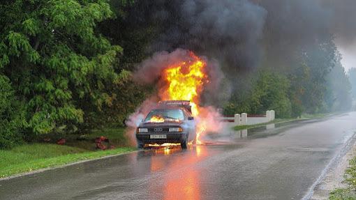 Gambar kecelakaan mobil