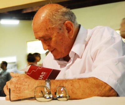 POESIA: Padre Osvaldo - O mestre por Marcos Monteiro