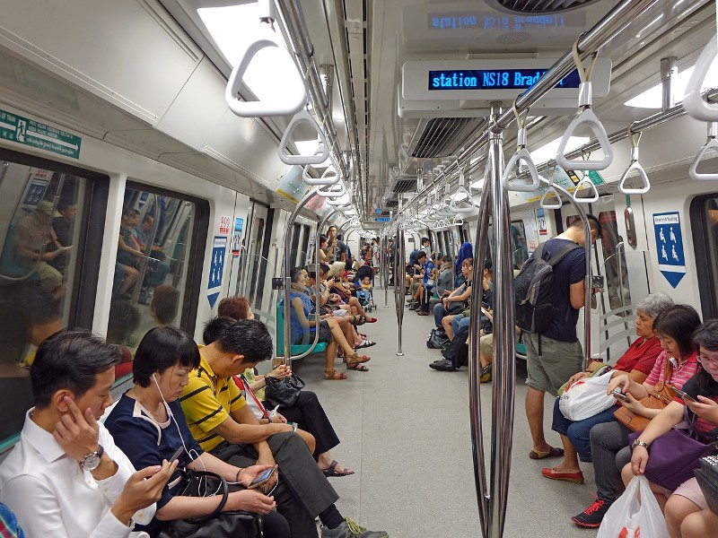 How to Use MRT to Get Around Singapore, how to buy mrt ticket in singapore, singapore mrt, singapore mrt card, mrt singapore map, singapore mrt map 2019, singapore tourist pass, singapore tourist pass vs ez link, child concession card for tourist