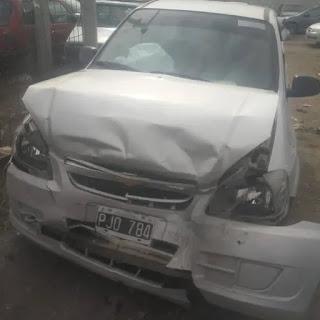 Borracho choco dos vehiculos estacionados