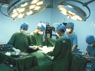 dokter dan pasien humoris