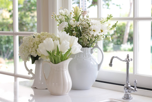 spring-tour-white-flowers ironstone vases display kitchen counter