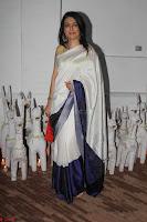 Sonam Kapoor Soha Ali Khan Konkona Sharma at Raw Mango store launch March 2017 049.JPG