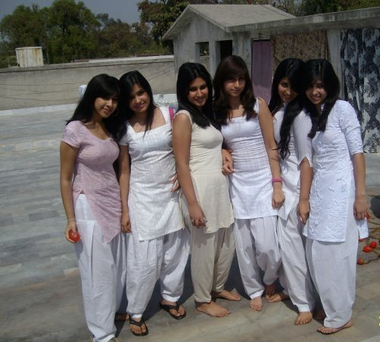 Hot School Tamil Girls Group Photos