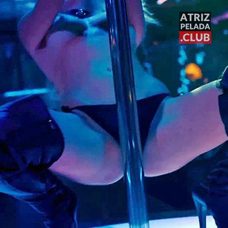 Fiorella Mattheis fazendo Strip Tease EXTREMAMENTE SENSUAL