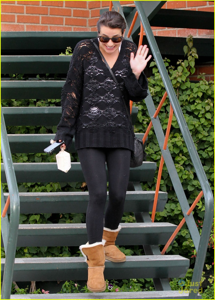 Lifestyle Lea Michele In Ugg Bailey Button Chestnut