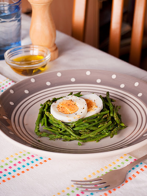 These hard boiled eggs served on a bed of asparagus are seasoned to perfection.