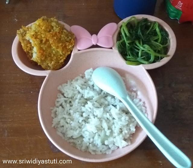 Makan siang dengan nugget jamur tiram