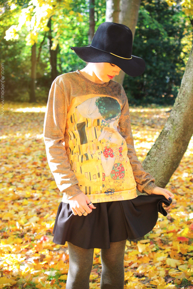 modenfer, paris, france, french, parisian, paryż, francja, blog, blogerka, moda, ootd, outfit, fashion, fashion blogger, mode, hat, kapelusz, jesień, złoto, autumn, automne, pink hair, rebel fashion, alternative fashion, sweater, printed sweater, mr. gugu, mr. gugu & miss go, kiss, klimt, pocałunek, bluza, nadruk, sztuka, różowe włosy, jesienny zestaw, ubranie, zegarek, daniel wellington, zegarek daniel wellington
