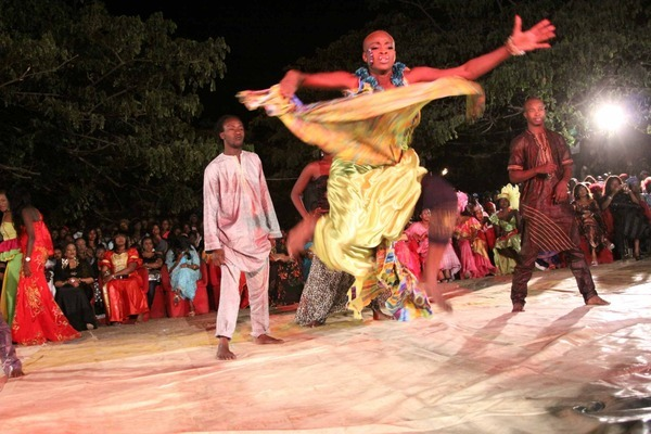 Danse, musique, artiste, chanteur, danseuse, diverstissement, loisir, sabar, ethnie, wolof, LEUKSENEGAL, Dakar, Senegal, Afrique
