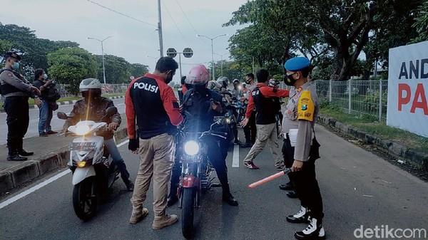 Suramadu Mulai Disekat, Bukan Warga Surabaya Diputar Balik