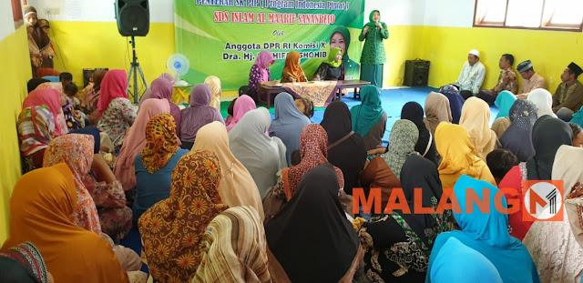 Sosialisasi 4 Pilar, Hj. Latifah Shohib Serahkan SK PIP (Program Indonesia Pintar)