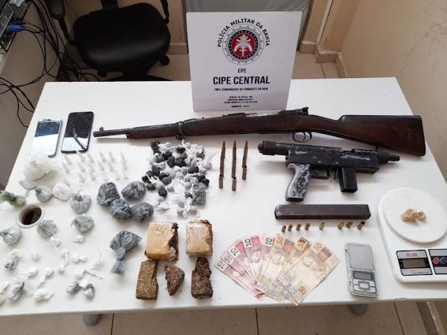 Cipe Central apreende fuzil, submetralhadora e drogas, em Jequié