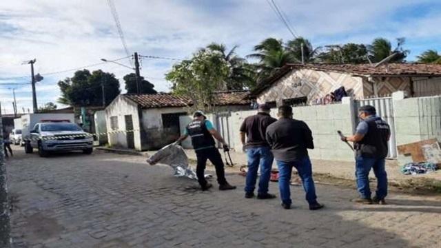 Dois jovens são assassinados a tiros por dois homens encapuzados na tarde deste sábado, 27/06, na comunidade cangote do urubu  em JP