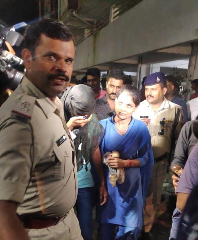 हनी ट्रैप की मुख्य सरगना आरती और मोनिका के फ्लेट को पुलिस के पहले किसी और ने खंगाला..! इंदौर पुलिस को फ्लेट में बिखरा मिला समान.. जेल में बंद श्वेता के पति स्वप्निल जैन के लापता होने से केस में नए मोड़ की आशंका..!