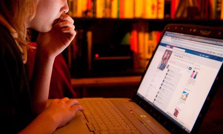 Banyak Kejahatan di Facebook, Ini 5 Cara Menghindarinya!
