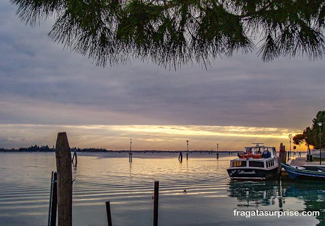 Pôr do sol na Ilha de Burano, Itália