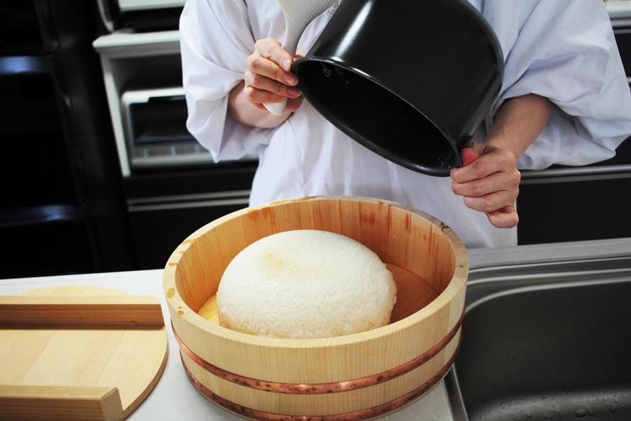 sushi rice preparation