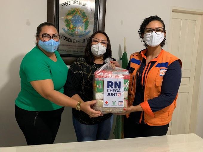 Fernando Pedroza recebe 95 cestas básicas da campanha RN Chega Junto no Combate à Fome do Governo do RN