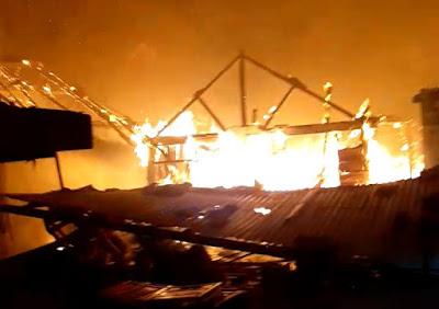 Peristiwa+Kebakaran+di+Jl.Tambak+Asri+gang+bunga+rampai+Surabaya
