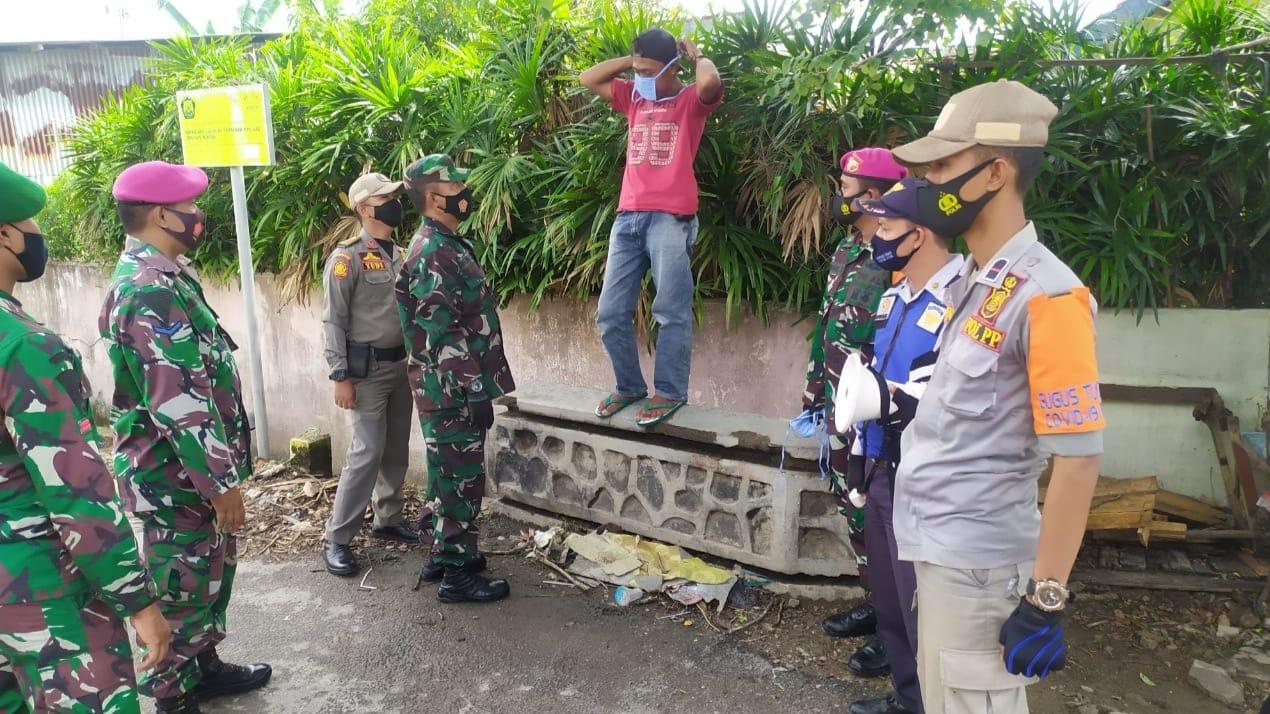 Kodim 0410/KBL bersama Satuan Tugas Percepatan Penanganan Covid-19 melakukan penegakan disiplin Protokol Kesehatan dibeberapa wilayah Kota Bandar Lampung