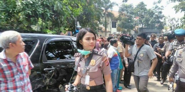 Polwan Cantik di Lokasi Peristiwa Peledakan Bom Panci Hebohkan Netizen