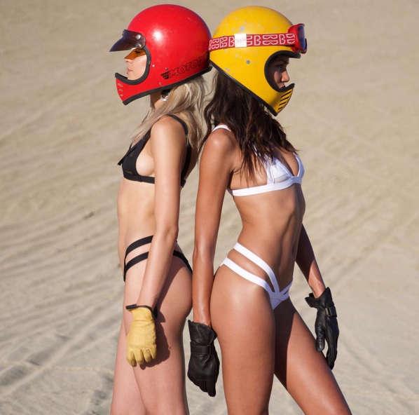 Minimale Animale girls wearing motorcycle helmets