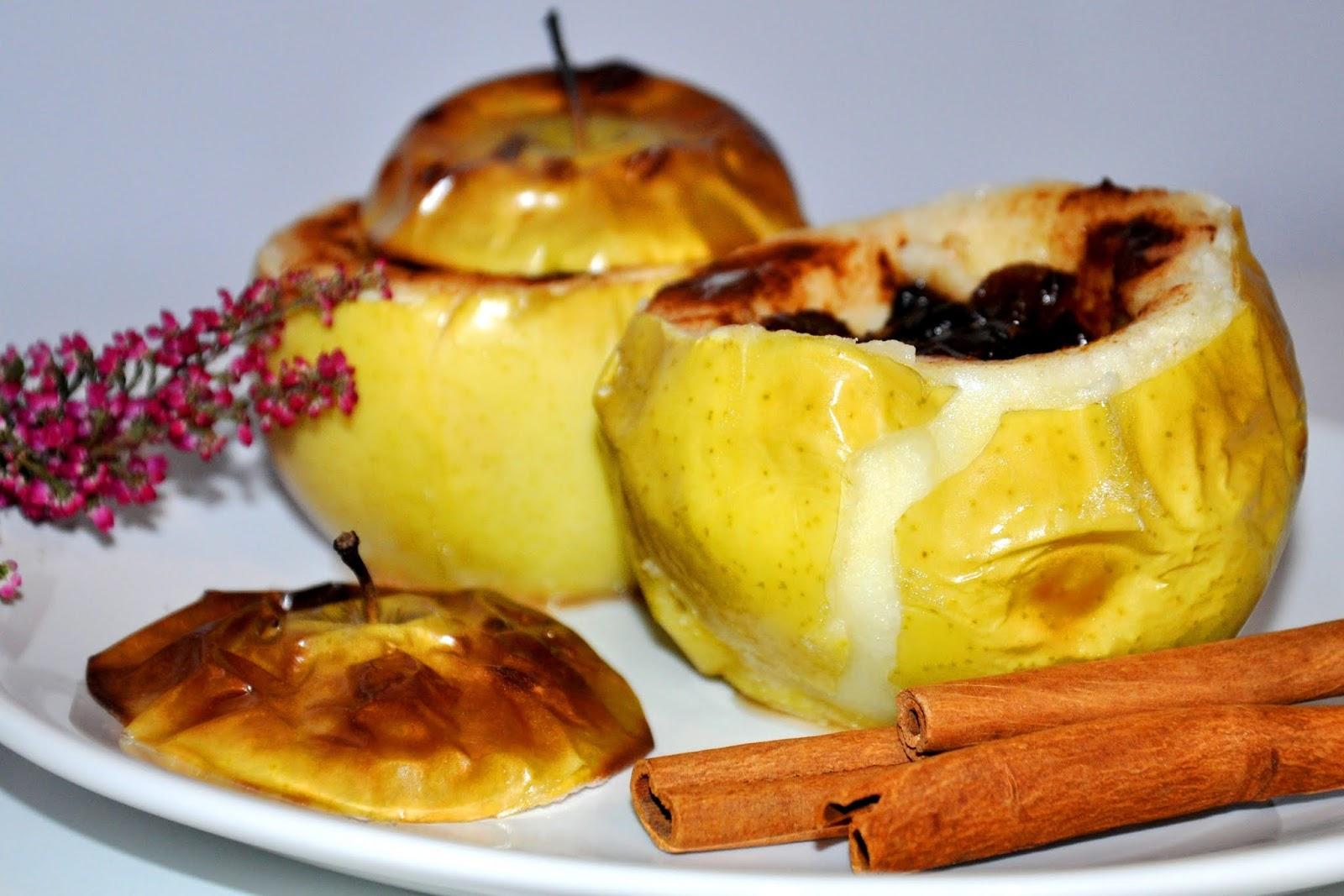 Jesienne smaki - pieczone jabłka z miodem, żurawiną i cynamonem