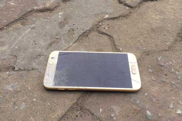 Samsung Galaxy S7 bị vỡ
