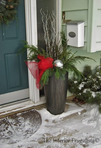 How to make an outdoor Christmas urn