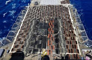البحرية الأمريكية تستولي على سفينة إيرانية كانت تنقل الذخيرة للميليشيات