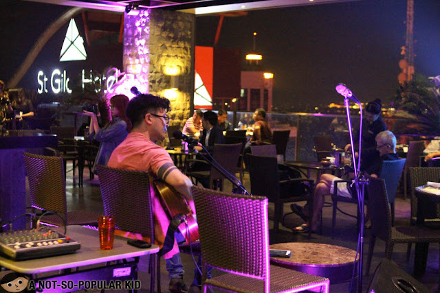 Sunset Match - Chill with Acoustic Music at a Rooftop in Makati