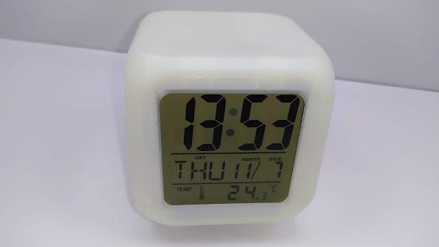 منبه رقمي متعدد الوظائف ⏰  متألق بــ7 الوان   - Cube 7 Colors Clock