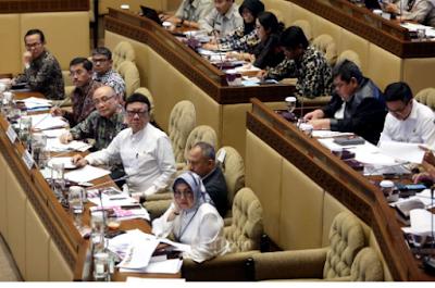 Anggota Komisi II DPR RI: Angkat Saja Honorer jadi PNS, Negara tak Akan Bangkrut
