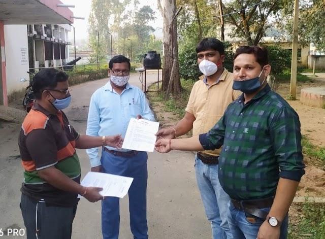 """सरोकार : पत्रकारों पर हो रहे हमले की न्यायिक जांच हो,वारदात के मुताबिक आरोपियों पर पुलिस ने नहीं लगाई धाराएं,प्रदेश के CM """"पत्रकार सुरक्षा कानून"""" तत्काल लागू करें,जशपुर जिले के पत्रकारों ने मुख्यमंत्री के नाम सौंपा ज्ञापन,कड़ी कार्यवाही की मांग।"""