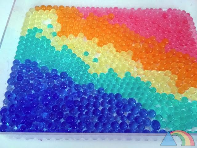 Bolas de hidrogel hidratadas en forma de arcoiris