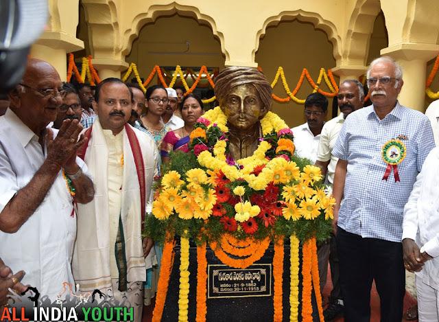 Pusapati Ashok Gajapathi Raju with Gurajada Apparao statue