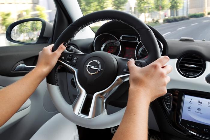 Cinco trucos para sentarte correctamente frente al volante