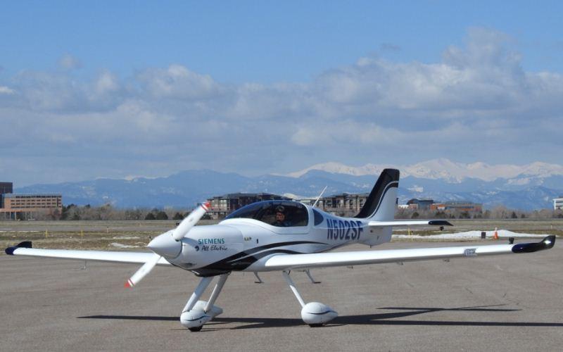 Pesawat Listrik eFlyer 2