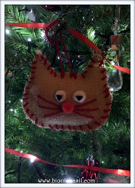 Crafting with Cats Catmas Special - Part 2 ©BionicBasil® The Bahumbug Burlap Cat In The Tree